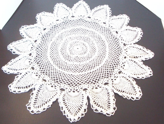 Crocheted Table Doily - Vintage Crocheted Doily - Vintage Doily - Table Top Doily - Table Cloth