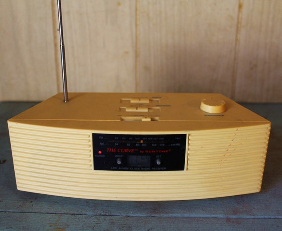Vintage Retro Look Radio - The Curve by Suntone - Beige - Electronics