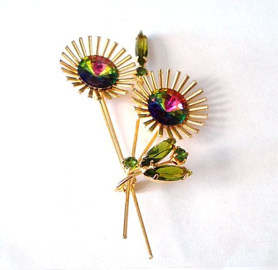 Vintage Pin Flower Rhinestone Rivioli Watermelon Stones Light Green Peridot Emerald Colors