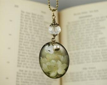 FLOWERS, Glas Cabochon Vintage Necklace, Romantic, Nostalgic, Victorian Jewelry, Brass, Spring,Springtime