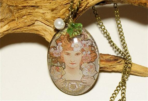 Art Nouveau, Glass Cabochon Vintage Necklace,Flowers, Green,Romantic, Nostalgic, Victorian Jewelry, Brass, Spring,Springtime