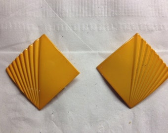 "Sale - Vintage 1 1/8"" Square Yellow Enamel over Metal Retro Clip Earrings"