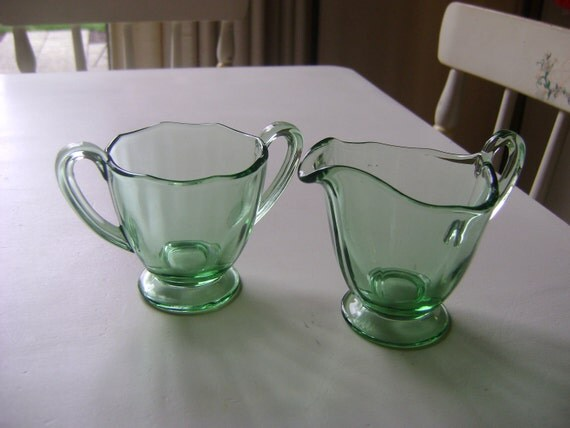 High Quality Vintage Depression Glass Sugar and Creamer  1930s