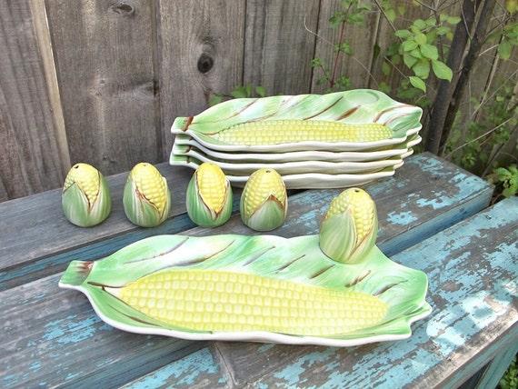 Vintage Corn on the Cob Plates with Salt Shakers Retro Picnic