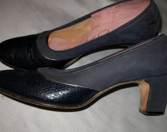 Vintage Shoes, Blue Pumps, Spectator Shoes, Navy Blue Shoes, Dress Shoes, 1960s Vintage Spectator Pumps in Embossed Leather w/ Gold Piping.