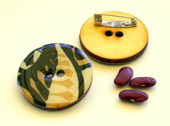 Wood button brooch pin with African motif in natural and black design 4004