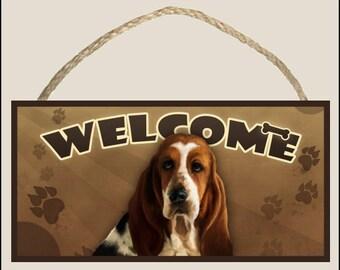 """Basset Hound 10"""" x 5"""" Wooden Welcome Sign"""