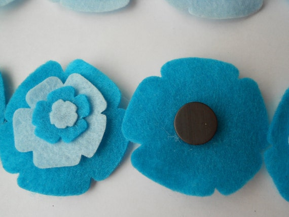 8 felt flower magnets blue colors