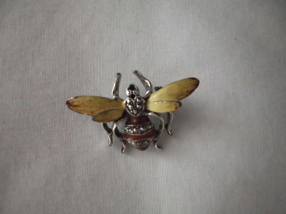 VINTAGE BUMBLE BEE Scatter Pin Brooch