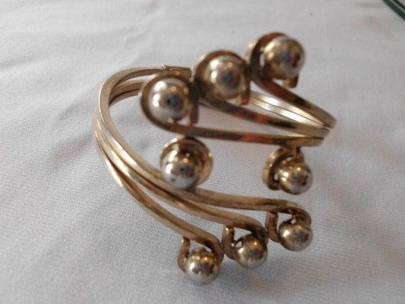 1960s goldtone BRACELET hinged One Size fits most