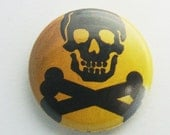 "1"" skull and cross bones Button Pin"