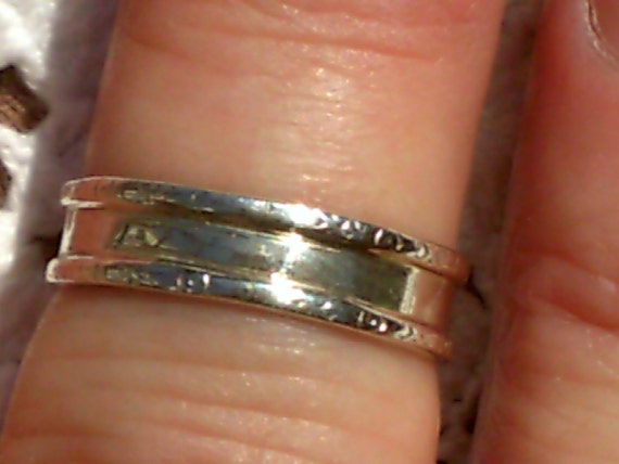 Delicate Wedding Band in Sterling Silver