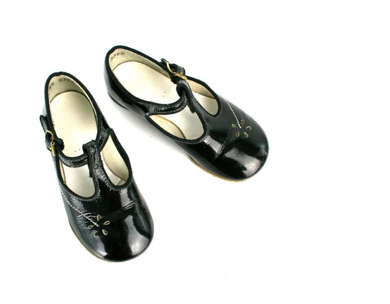 Vintage Baby Shoes Mary Janes in Black Patent Leather by