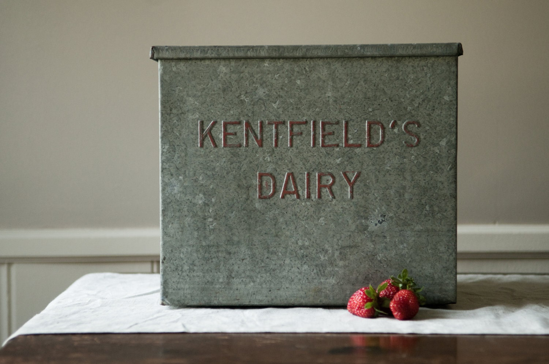 vintage galvanized milk box. Black Bedroom Furniture Sets. Home Design Ideas