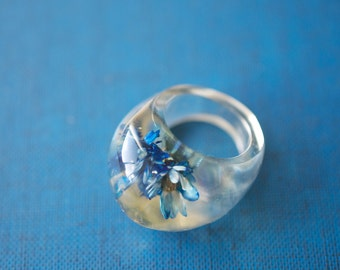 Clear LUCITE Cabochon Ring Blue Floral Inclusions 1960s Vintage