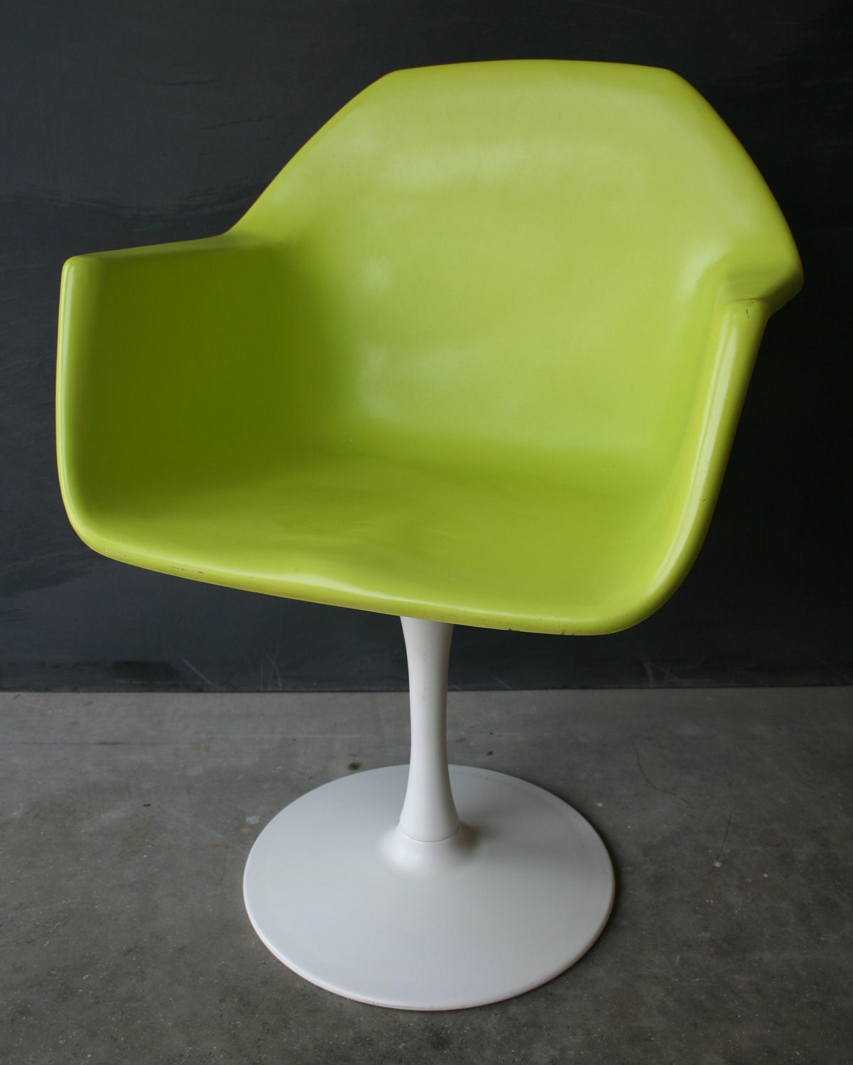 mid century modern chartreuse swivel chair with metal base. Black Bedroom Furniture Sets. Home Design Ideas
