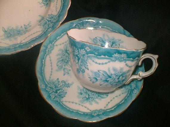 Pretty Vintage Trio (Cup/saucer/tea plate) - Worcester China - Turquoise/White/Gilt Floral - Vintage Tea Party