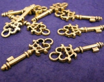 8pc antique gold plated metal key charm-736