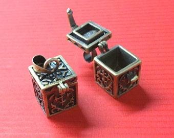 2PC fancy antique bronze metal prayer box pendant-521A