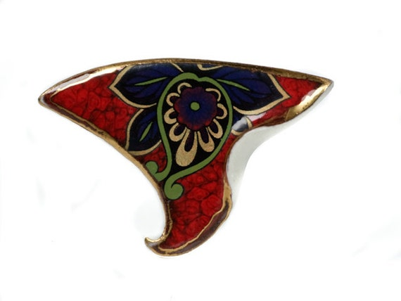 A flower dance brooch
