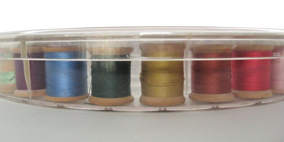 Vintage Lidded Thread Box with 29 Wooden Spools