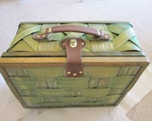 Cute Vintage Retro Green Picnic Basket
