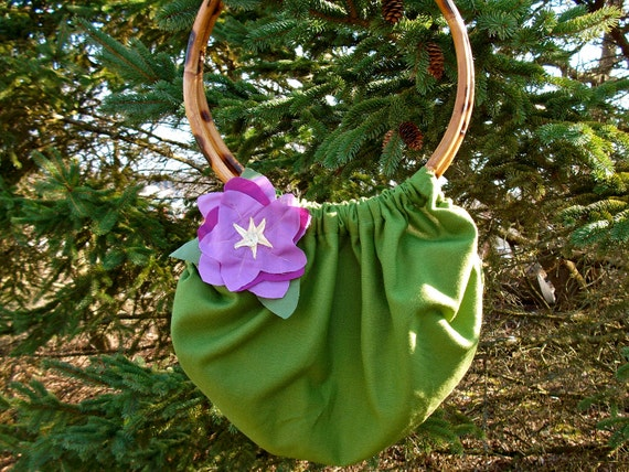 Spring Blossom Green Linen Shoulder Purse with Wooden Handles