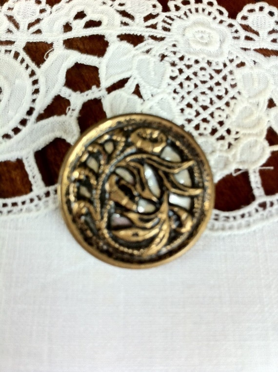 Victorian Metal Button, Twinkle Back, Floral Picture