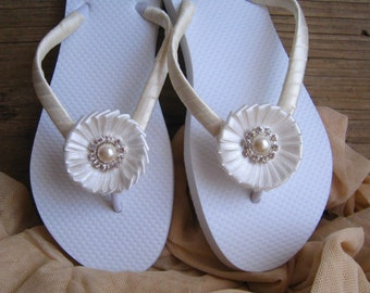 Ivory Bridal Flip Flops / Wedding Flip Flops / Bridesmaid , Bridal Shower, Flower Girl, Birthday Party, Favor