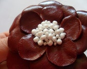 Leather flower bordeaux, dark red pin