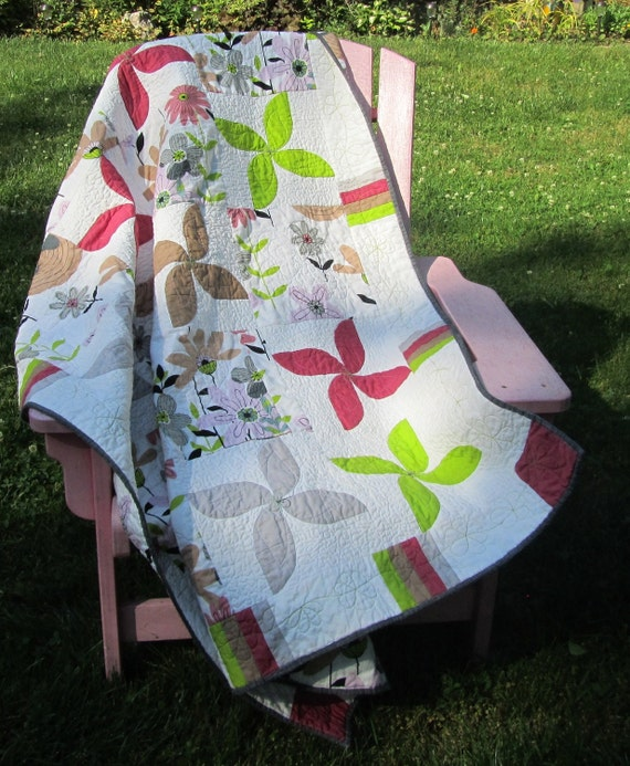 Summer Flowers Modern Quilt in Gray and Pink