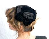SALE Velvet Hat Vintage 1950s Black Half Hat. Mad Men Fashion. Authentic Vintage Fascinator. Summer Fashion. Fall Autumn Spring