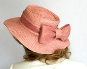 Eco Fashion Straw Hat Mothers Day Spring Fashion Coral Pastel fashion. Garden. Sale 60s Mauve Hat. Mad Men Fashion. Teahouse hat