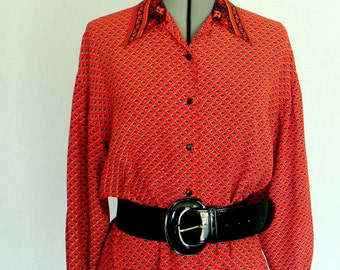 CLEARANCE Sale Vintage Blouse 70s Red Orange Blue Boho Back to School. Shirt Small Size. Red Black Primary Color. Office Blouse.