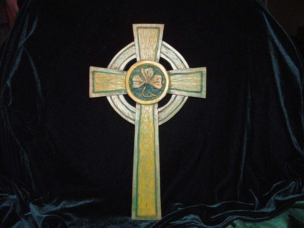 Celtic Cross With Shamrock 🔎zoom