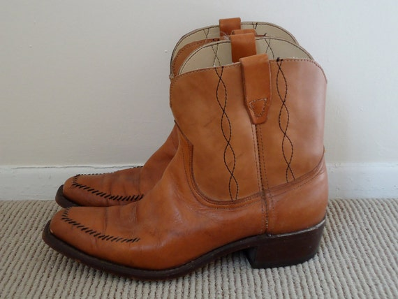 Wrangler Tan Leather Ankle Boots / short Western cowboy boot / mens vintage shoes / size 9.5-10