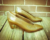 Vintage Via Spiga Tan Leather Pointed 2 inch Heels Shoes 6M 7 7.5