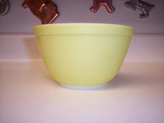 Vintage Pyrex nesting bowl yellow