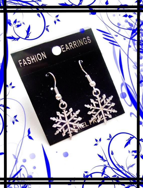 Gorgeous Snow Flake Earrings- goth- bridal- silver tone- steampunk- fantasy- metal- earrings- punk- cute- winter
