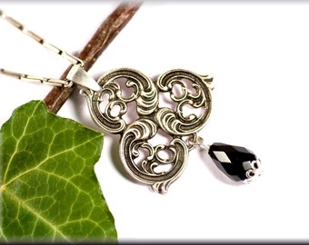 Baroque pendant made of 800er silver and onyx