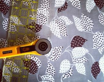 Leaf Dot Grey  - Denyse Schmidt - Flea Market Fancy