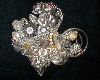 """Victorian-style brooch in silver and """"diamonds"""""""
