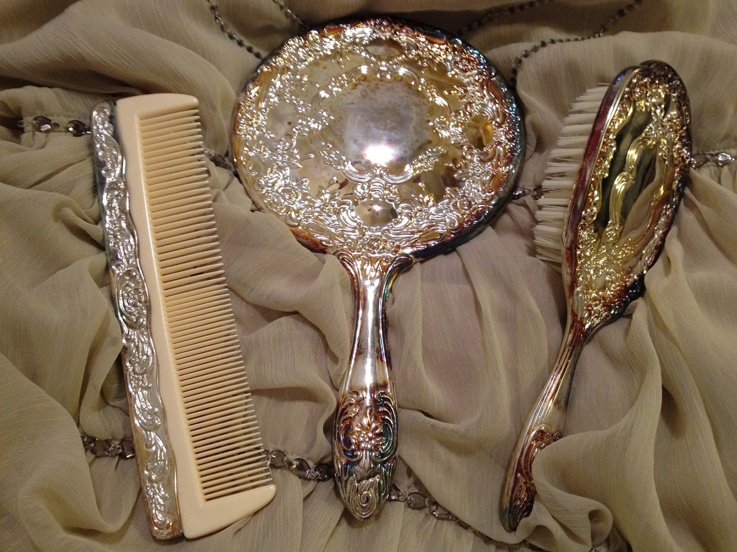Gorgeous Vintage Antique Silver Plated 3 Piece Vanity Set