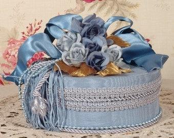 Victorian Keepsake / Trinket Box - Mediurm Round Blue - Vintage Style