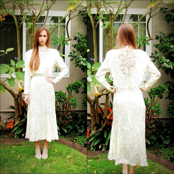 SALE Long vintage lace dress ivory size 10 with pearl details