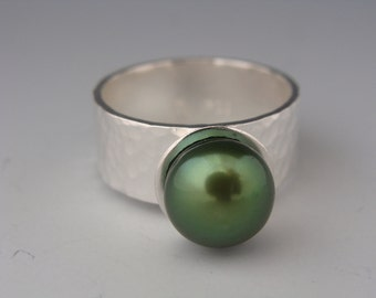 Hammered Ring with Green Freshwater Pearl