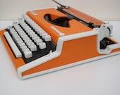 Vintage portable typewriter - Olimpia Traveler de Lux Made in 1970s