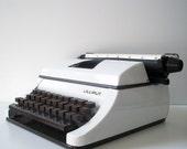 Vintage typewriter Old Working Typewriter Vintage office decor Manual Typewriter Dates1970s