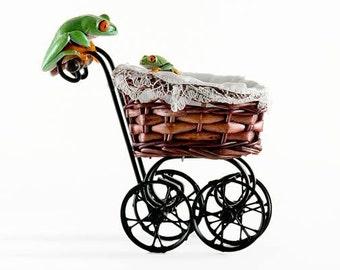 Maternity - Baby Gift - Live Frog Art for Maternity