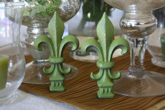 Small Victorian Fleur De Lis Decor Set - Rustic Olive